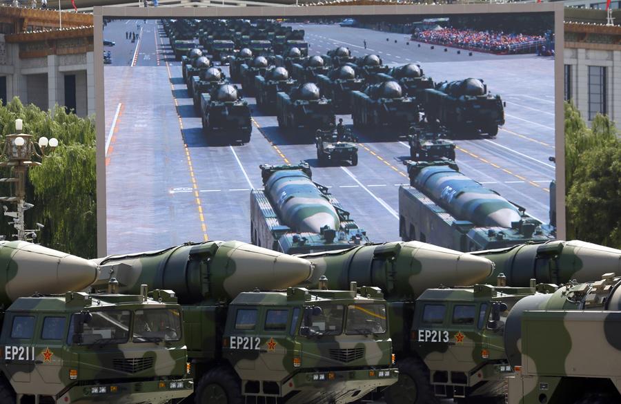 Αντιπλοϊκοί βαλλιστικοί πύραυλοι, DF-21D, διασχίζουν τη πύλη Tiananmen