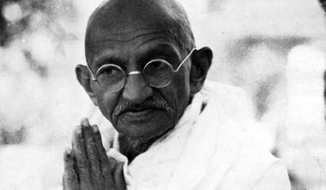 Gandhi-praying
