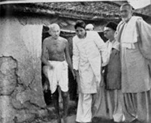 Gandhi_Badshah_Khan_in_Bela_Bihar_1947