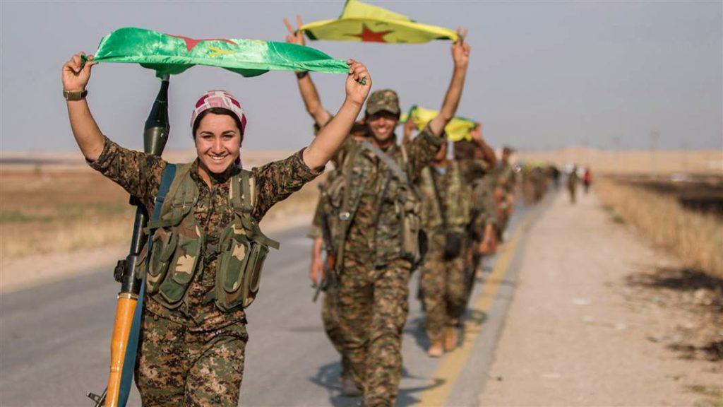 Προέλαση μαχητών και μαχητριών του YPG.